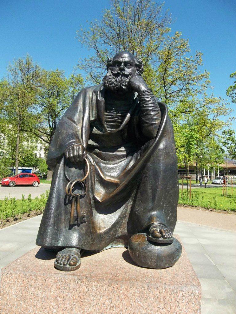 Памятник Апостолу Петру расположен в Александровском парке