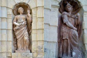 Афина в нишах Петровских ворот